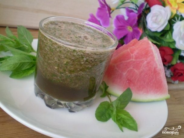 Зеленый коктейль с арбузом