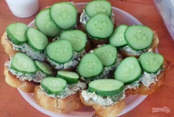 Бутерброды с тунцом и сливочным сыром