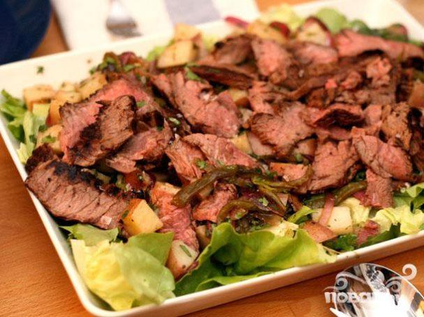 Стейк с картофельным салатом