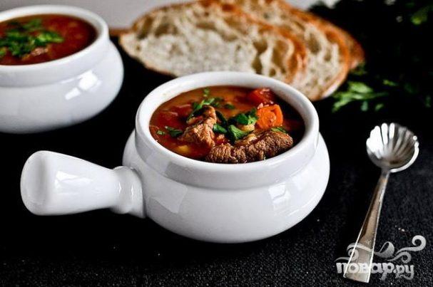 Суп с ячменем, говядиной и помидорами