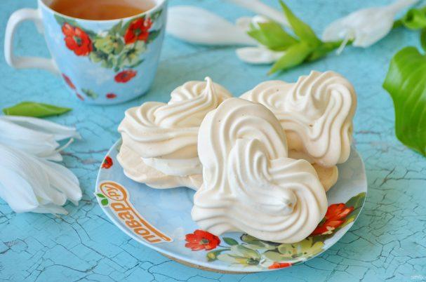 Меренги-сердечки с мороженым