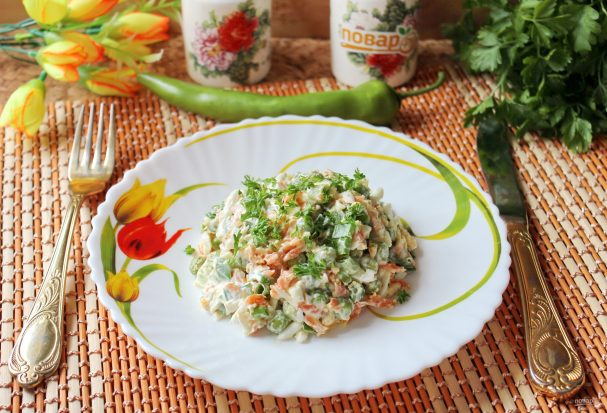 Салат с зеленым горошком и морковью