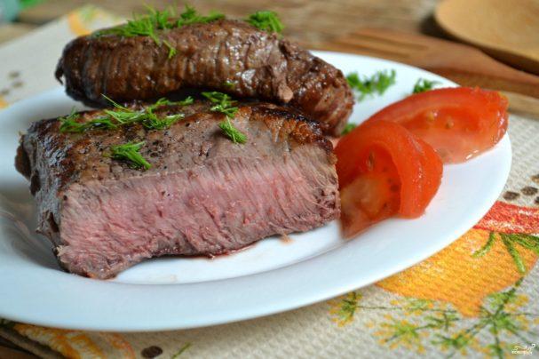 Бифштекс из говядины на сковородке