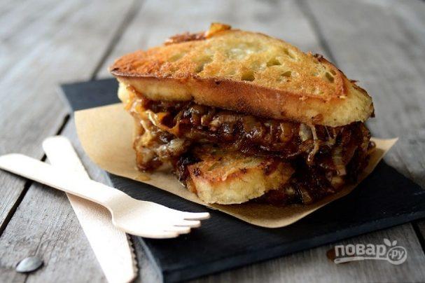 Сэндвич с карамелизированным луком