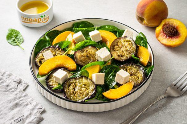 Салат из баклажанов, феты и персиков