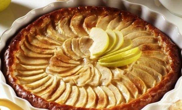 Пирог с яблоками в мультиварке