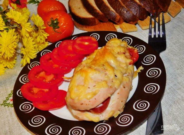 Запеченная куриная грудка с помидорами и чесноком