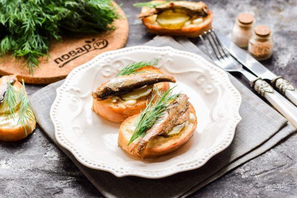 Советские бутерброды со шпротами