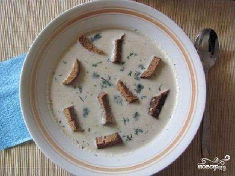 Суп из кольраби с гренками