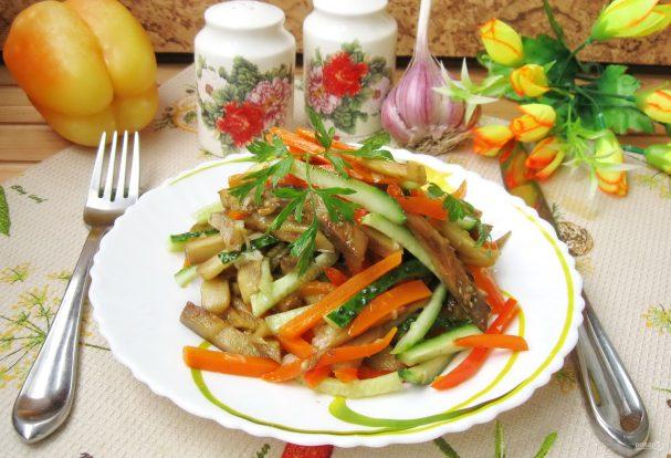 Салат из баклажанов и огурцов