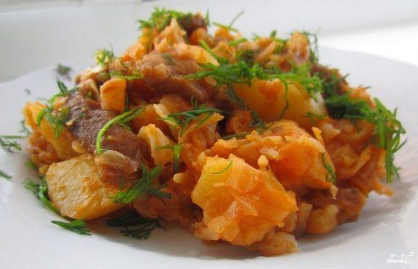 Потушить капусту и картошку с курицей в духовке