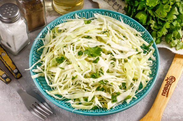 Салат с капустой и кинзой
