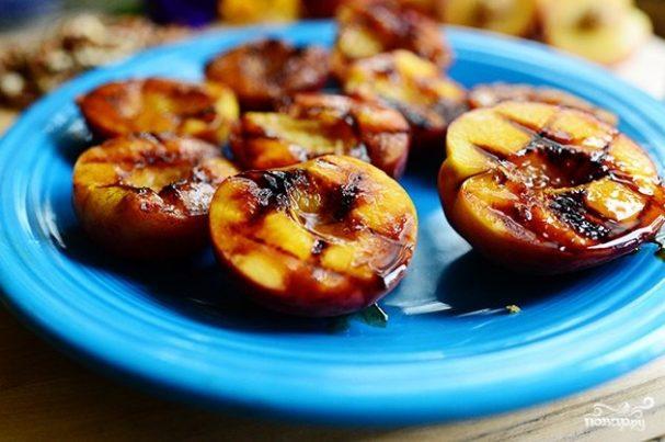 Персики на гриле