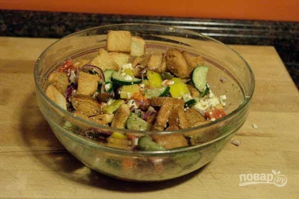 Салат из овощей с сухариками