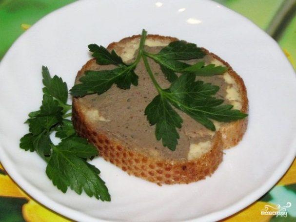 Бутерброды с паштетом из печени
