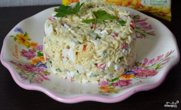 Салат из быстрорастворимой лапши