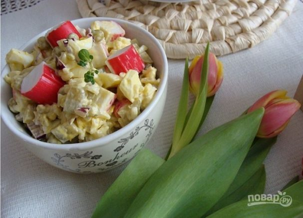 Салат из крабовых палочек и яиц