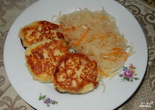 Картофельные зразы с квашеной капустой