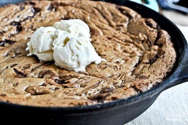 Шоколадный пирог в сковороде