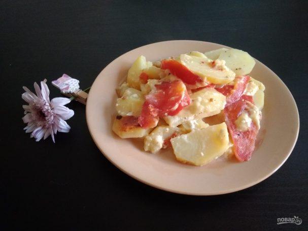 Картофель с помидорами слоями в мультиварке