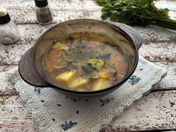 Постный гороховый суп с шампиньонами