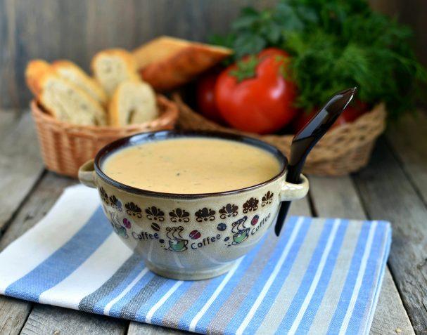 Пикантный суп-пюре с консервированной фасолью