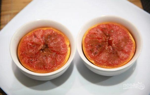 Жареный грейпфрут с корицей