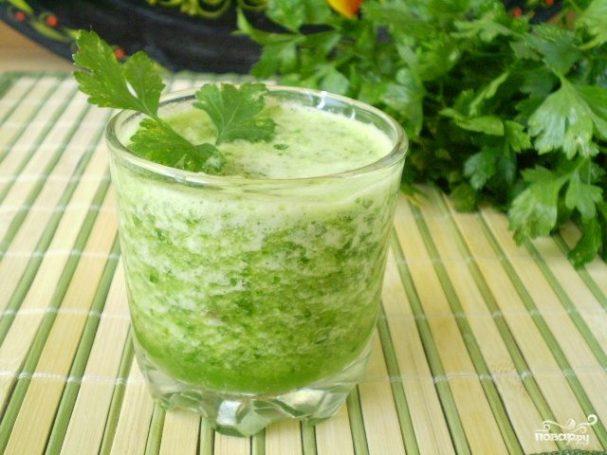 Зеленый коктейль с петрушкой