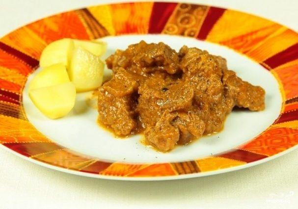 Мясо тушеное с кабачками