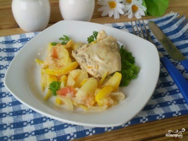 Курица, тушеная с овощами в сметане