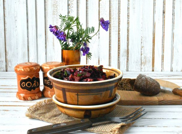Салат «Гуцульский» с грибами, свеклой и хреном