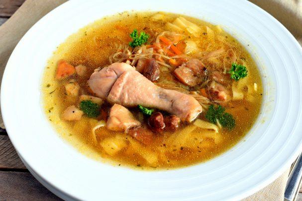 Суп-лапша с курицей и белыми грибами