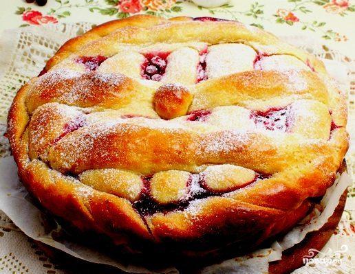 Пирог дрожжевой ягодный