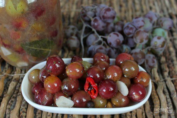 Маринованный виноград с горчицей