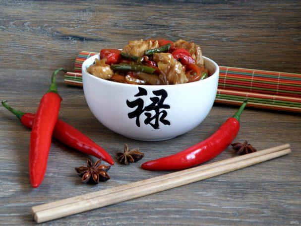 Острая курица стир-фрай с овощами