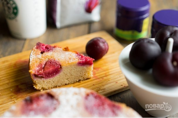 Пирог со сливами на скорую руку
