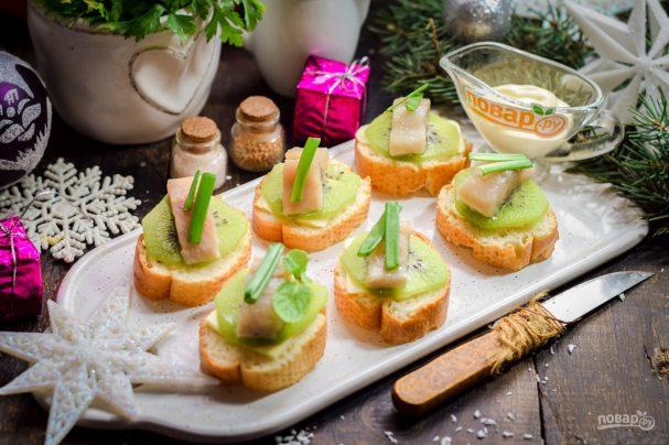 Бутерброды с селедкой и киви