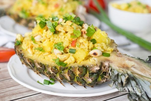 Тайский рис с курицей и ананасом