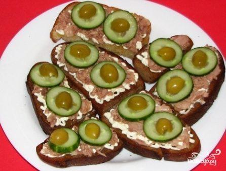 Бутерброды с тунцом и огурцом