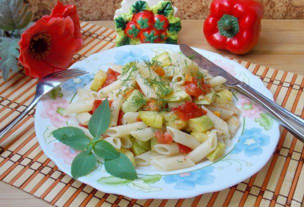 Паста с кабачками и помидорами