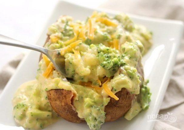 Запеченный картофель с брокколи и сыром