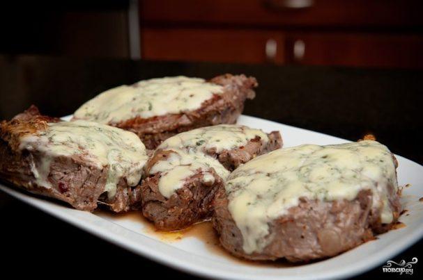 Жареное мясо с чесноком