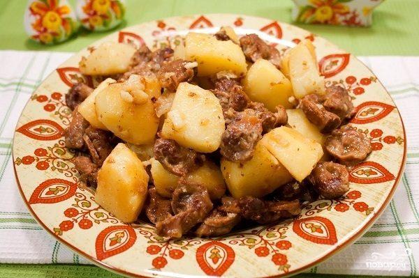Куриные желудки, тушенные с картошкой