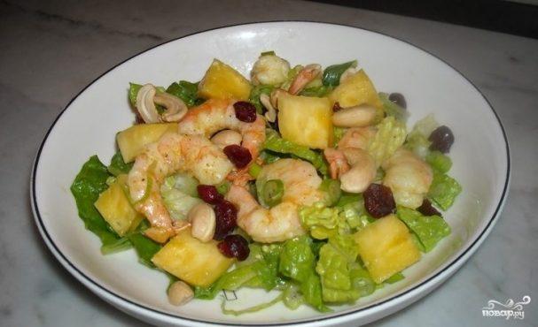 Простой салат с ананасами