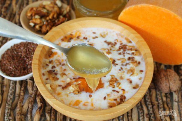 Каша из тыквы с семенами льна и орехами