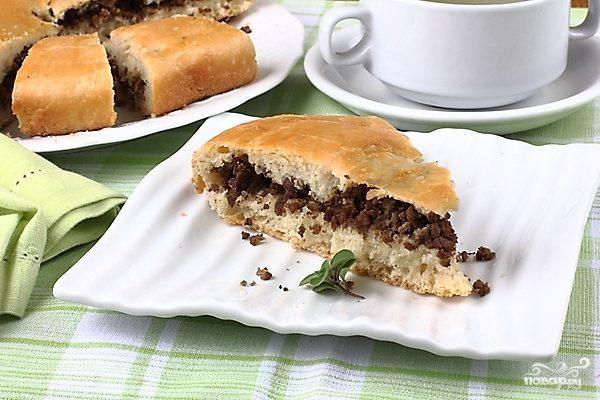 Мясной пирог из дрожжевого теста