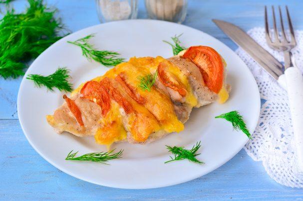 Куриная грудка фаршированная сыром и помидорами