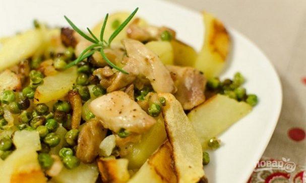 Курица с картофелем и зеленым горошком