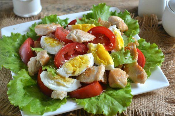 салат цезарь кириешки видео рецепт