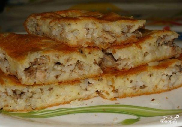 Пирог с консервой и рисом